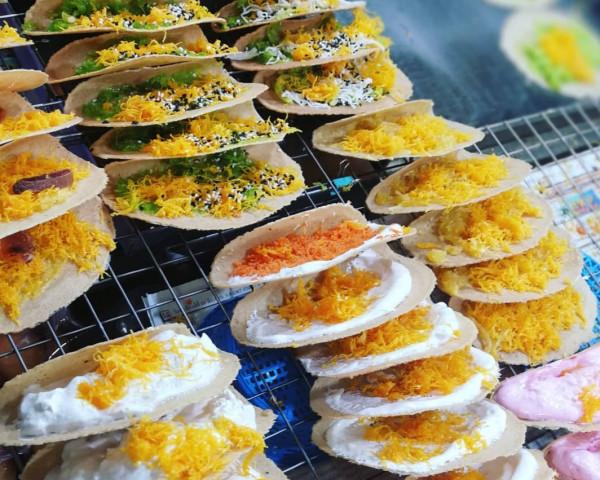 Khanom Bueang (Crispy Pancake)